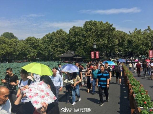 """文化和旅游部:""""五一""""假期首日 全国接待国内游客2319.7万人次"""